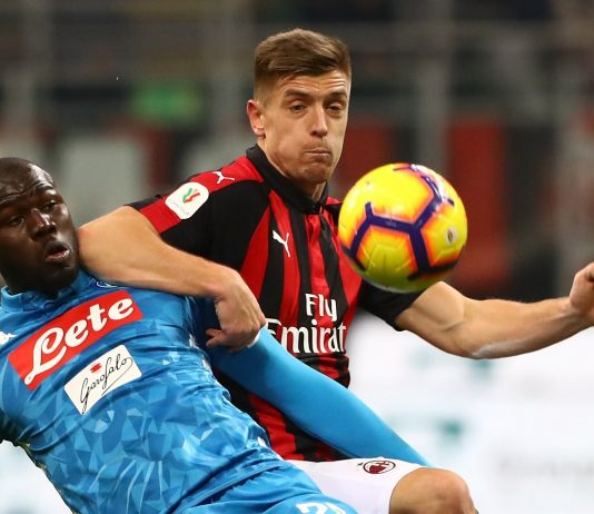 Kalidou Koulibaly of SSC Napoli competes for the ball with Krzysztof Piatek of AC Milan